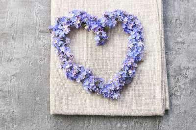 DIY Mariage : Fabriquez des cœurs en fleurs