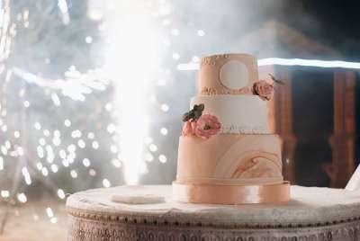 20 idées de musiques pour l'arrivée du gâteau de mariage