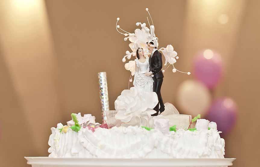 Les Figurines De Gâteau De Mariage Kitch Ou Tendance