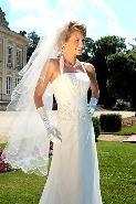 achat dune robe de marie, POINT MARIAGE offre la jarretire