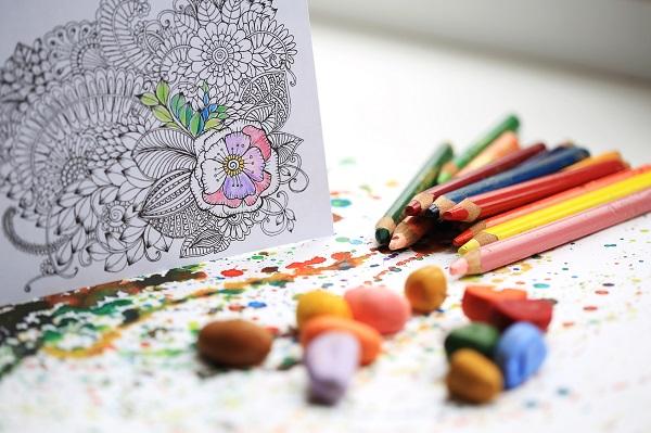 Un carnet de coloriages pour occuper les enfants à table – DIY mariage