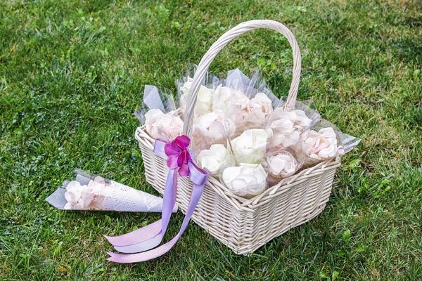 Réalisez de jolis cônes à confettis ! - DIY mariage