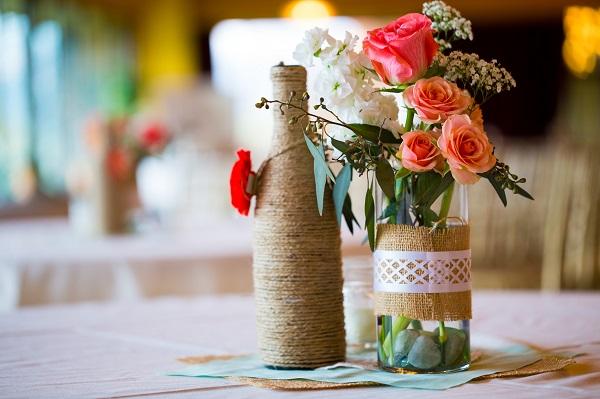 De la ficelle pour transformer vos bouteilles en jolis vases !