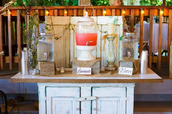 Le bar à limonade, le must-have de votre mariage !