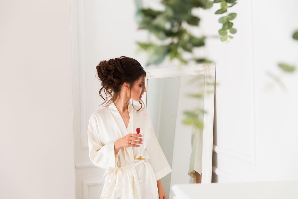 Mariée devant le miroir