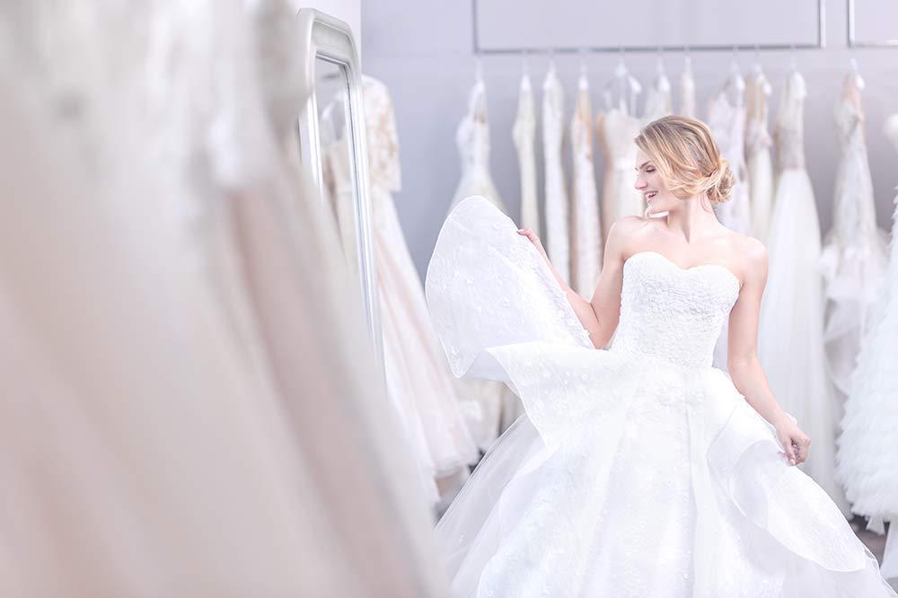 Essayage d'une robe de mariée